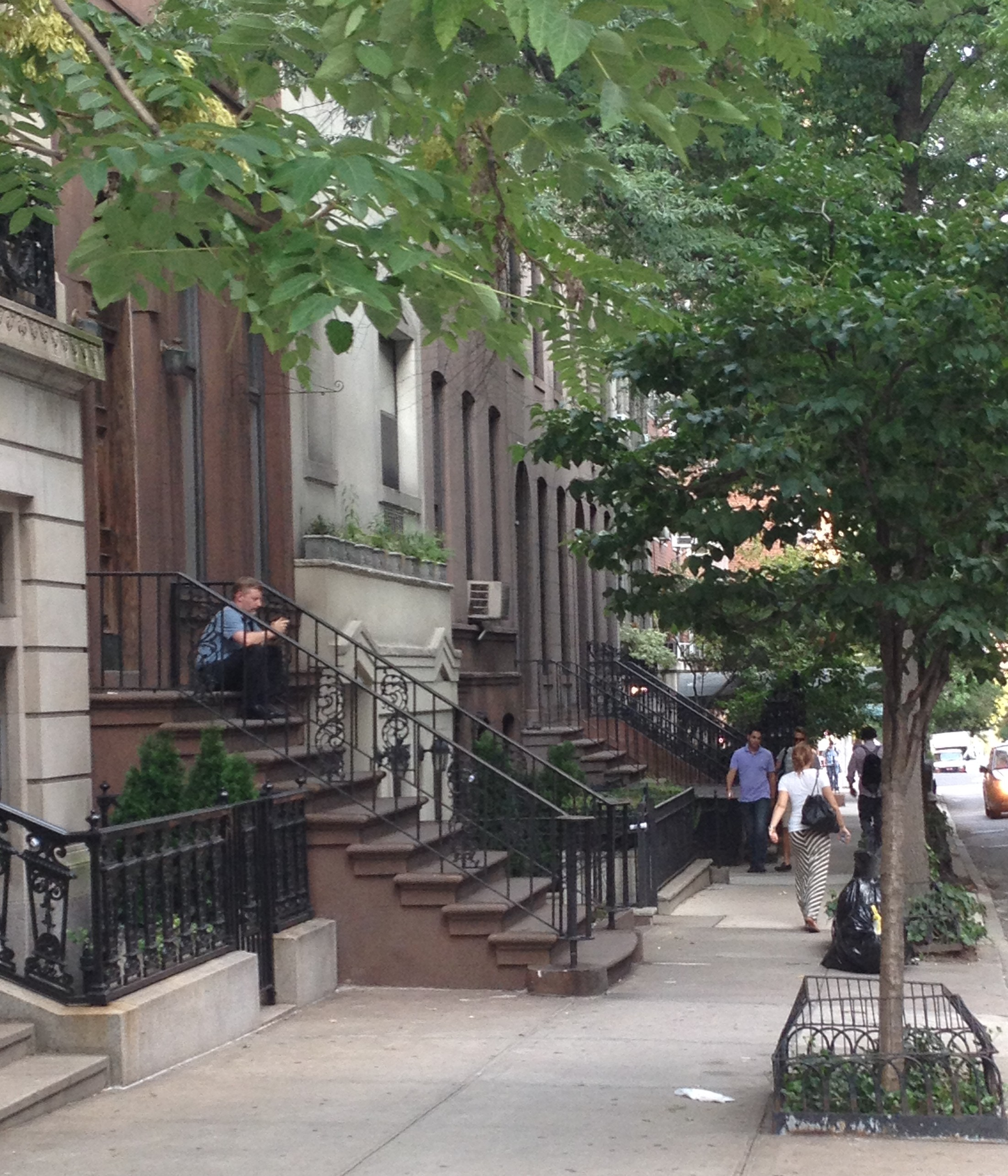 Best Apartment Search Engines: What Is A Stoop. What Is A Stoop With Pictures. Stoop