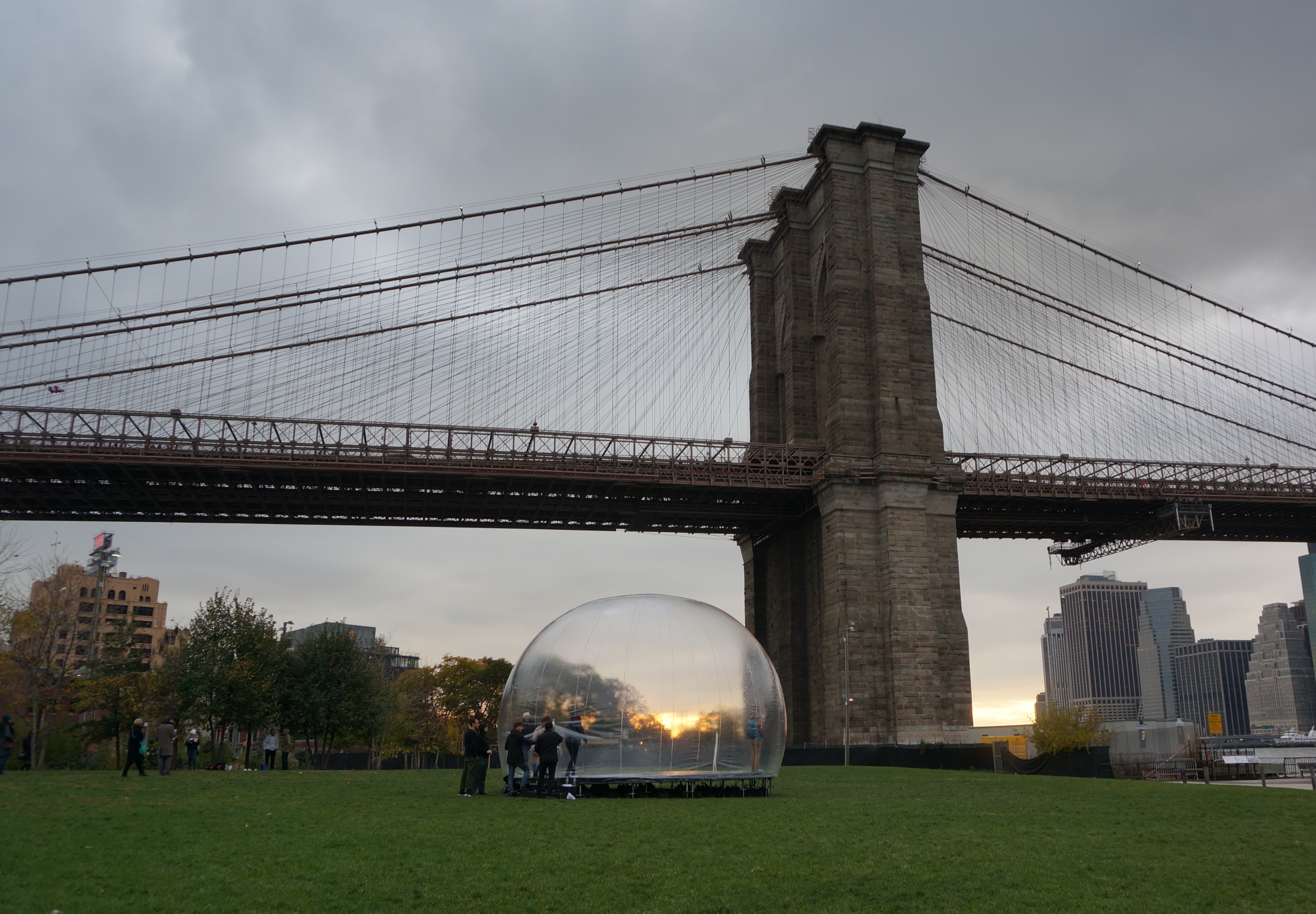New york clich of the day bubble installation in brooklyn bridge when i saw a giant bubble today in the middle of brooklyn bridge park i had my guesses as to what the hell was going on malvernweather Images